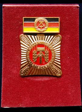 VDR socialistinio darbo kolektyvo apdovanojimas