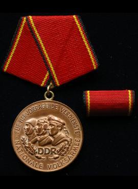 VDR trečiojo laipsnio medalis su plakete už nuopelnus nacionalinei liaudies armijai