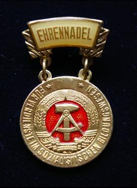 VDR apdovanojimas už nuopelnus socialistiniame švietime