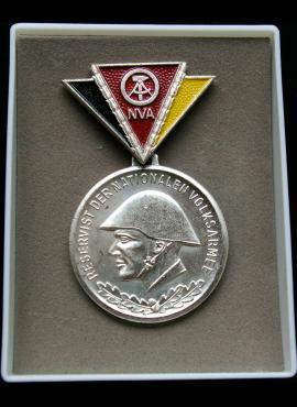 VDR liaudies armijos, antrojo laipsnio medalis su dėžute, išeinant į atsargą
