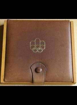 Medinė dėžutė 4 monetom su oda dengtu dangteliu