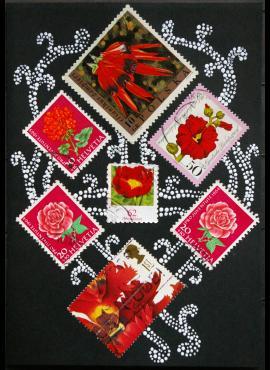 Juodas su raudonomis gėlėmis sveikinimų atvirukas